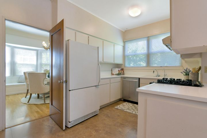 2300 Wellington 11 Kitchen