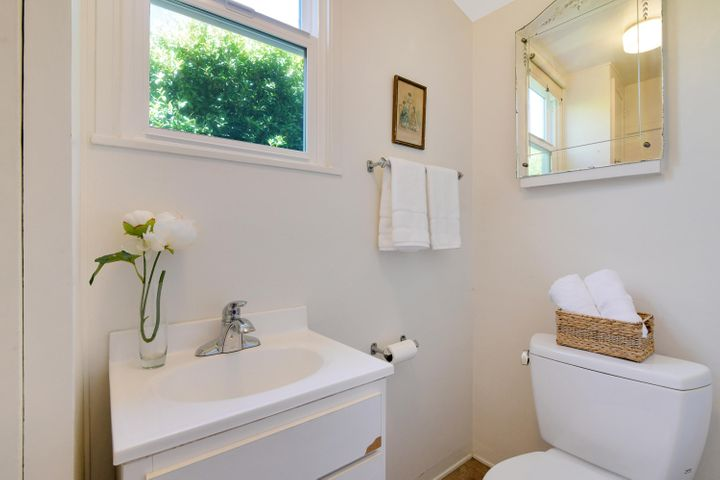2300 Wellington 20 Half Bath
