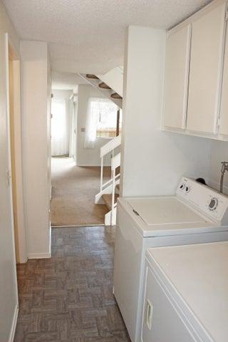 473 E. Rice Ranch Road Laundry room