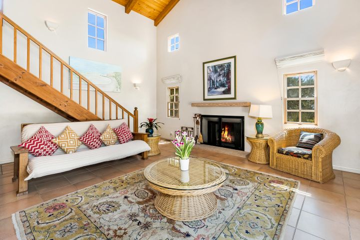 Guest House, Fireplace, High Ceilings