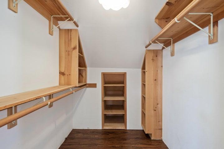 23-Closet