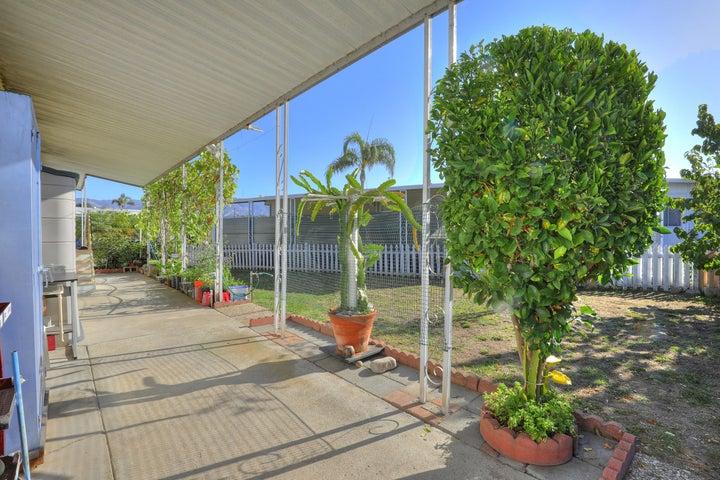 Large patio & sideyard