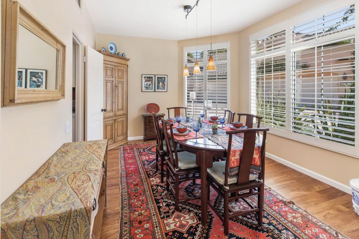 Formal and Inviting Dining Room