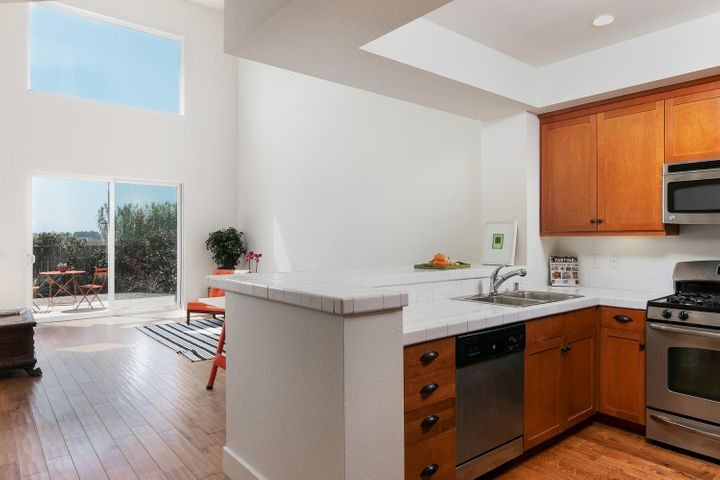 4365 Carpinteria Ave-003-017-Kitchen-MLS