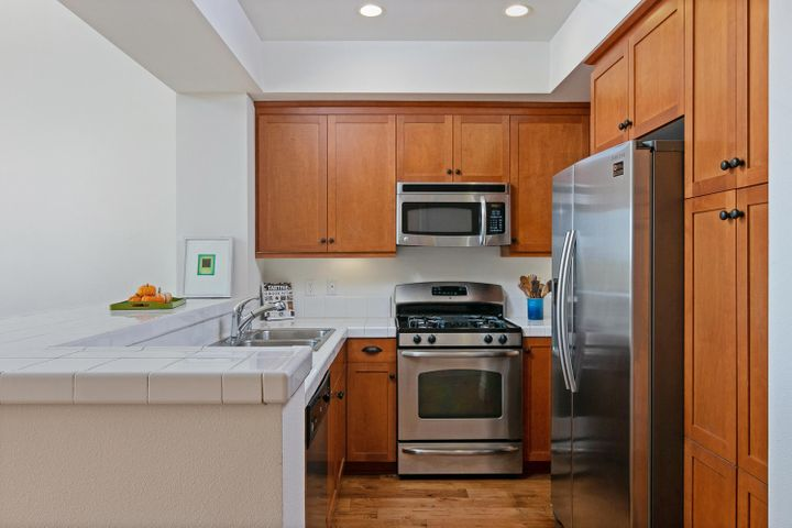 4365 Carpinteria Ave-004-007-Kitchen-MLS