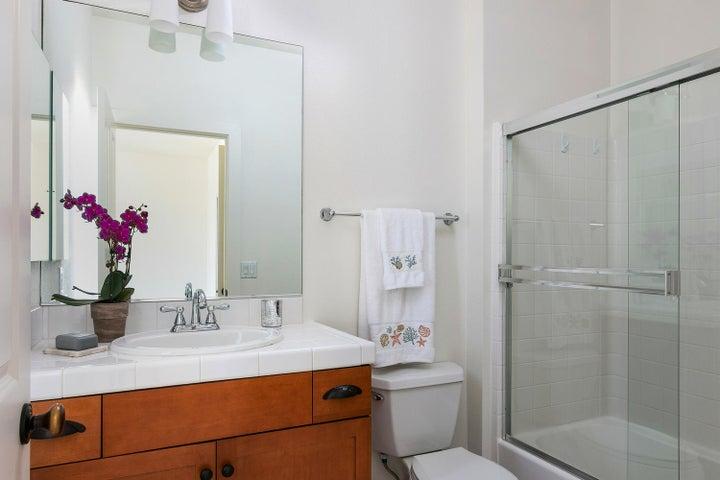 4365 Carpinteria Ave-016-008-Bathroom-ML