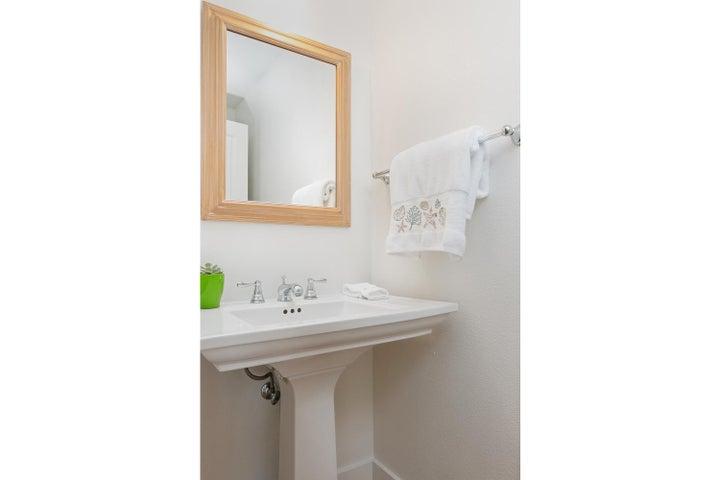 4365 Carpinteria Ave-021-003-Powder Room
