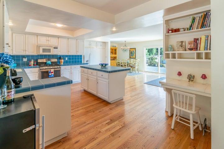 07 - Kitchen View