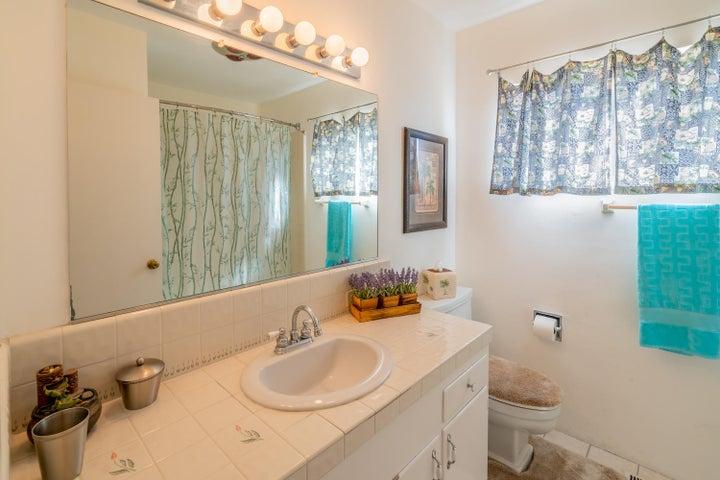 17 - Guest Bathroom