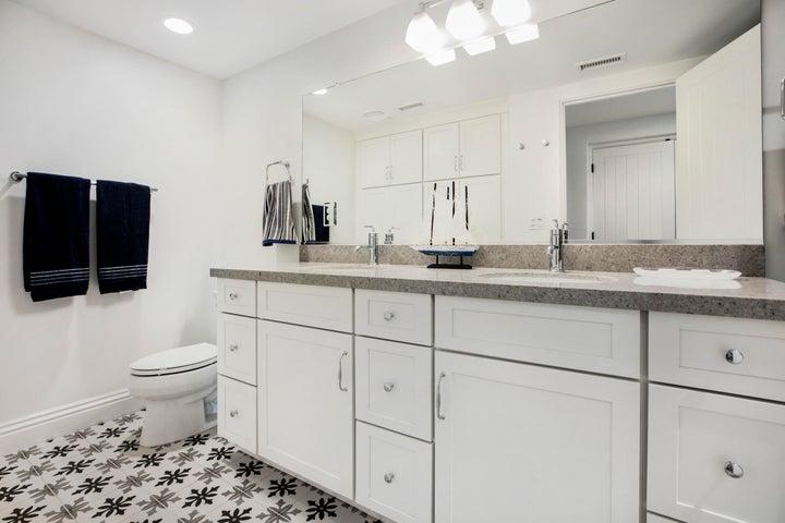 5360 Plunkett Lower Level Bath