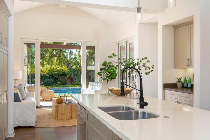 Kitchen Island - Breakfast Nook