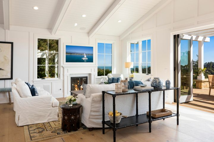 Ocean view Living Room w Fireplace