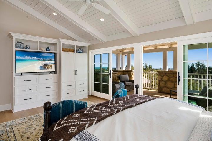 Master Suite w/ Oversized Balcony