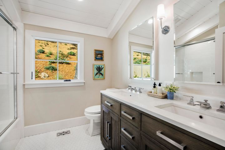 Shared Guest Bath
