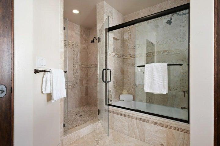 017-17-Master Bathroom_m