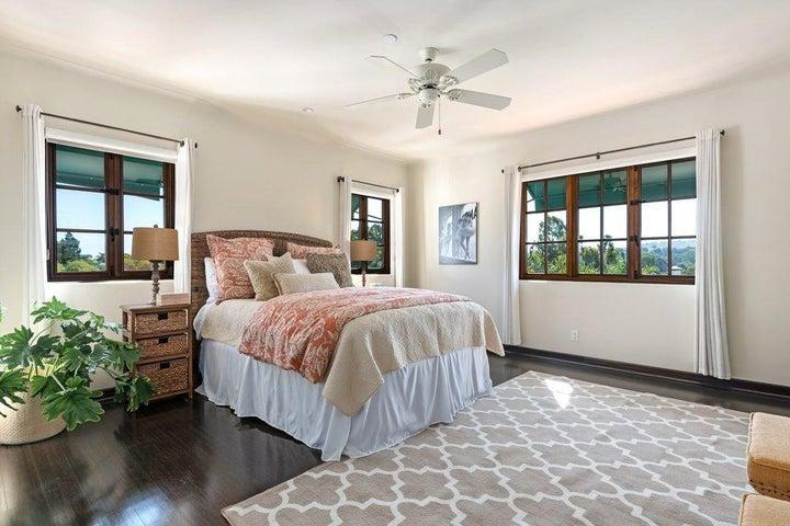 021-21-Bedroom 3_m