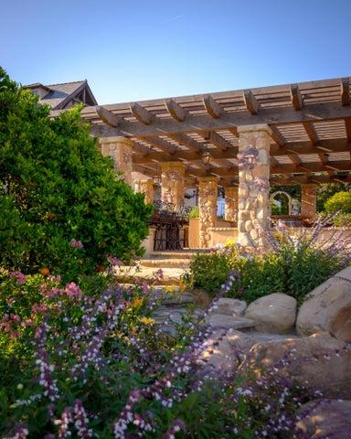 Pergola & Gardens