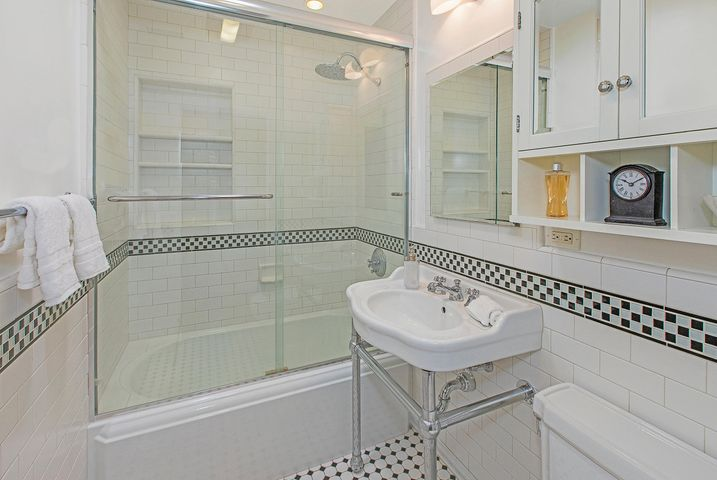 Hall Bath-700 Northview Rd