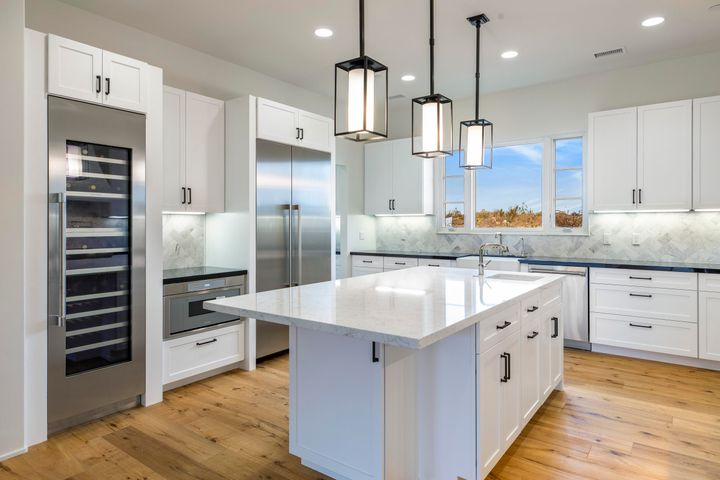 Upgraded Kitchen - High End Appliances