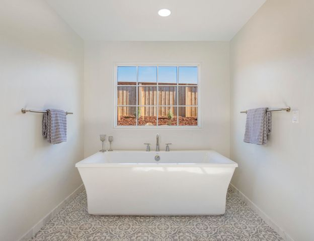 Master Bathroom Retreat - Tub