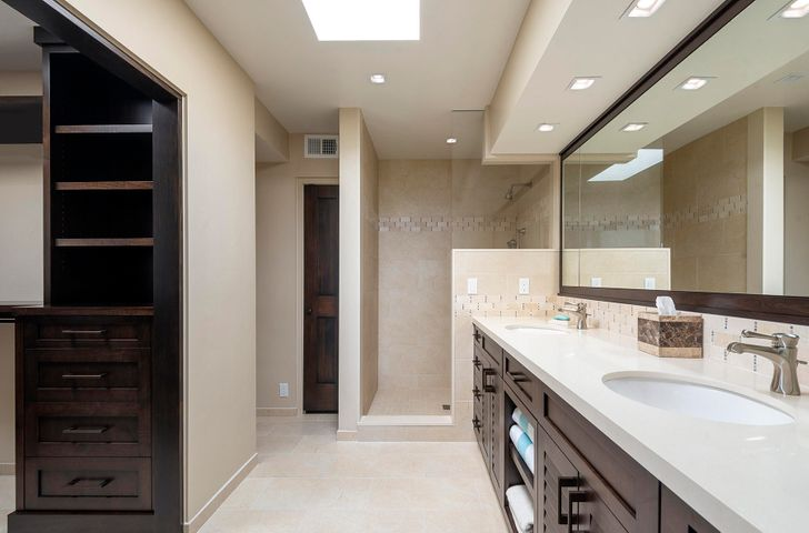 Master bathroom with travertine floors