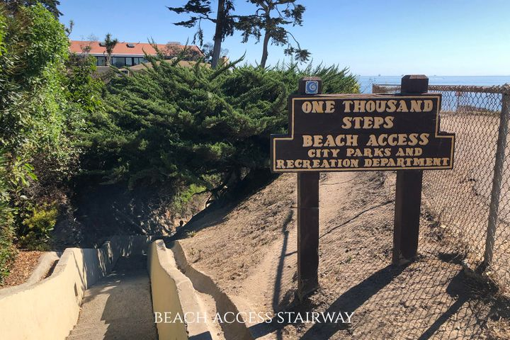 Beach access stairway sign