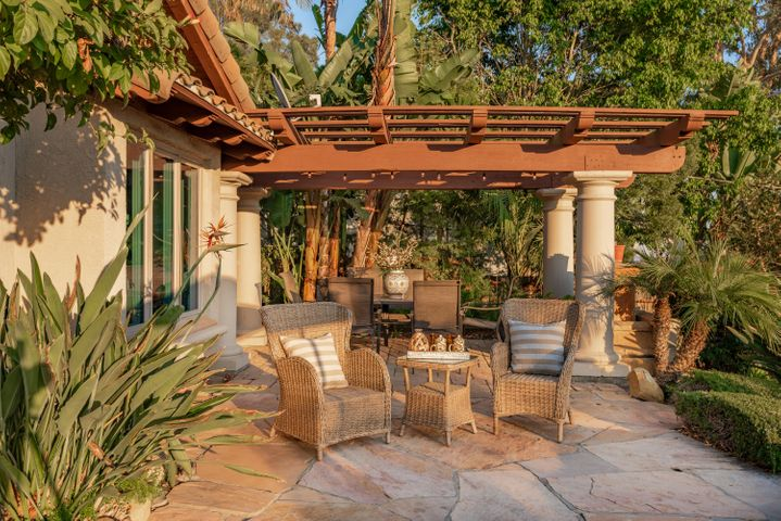 Outdoor Entertainment Patio