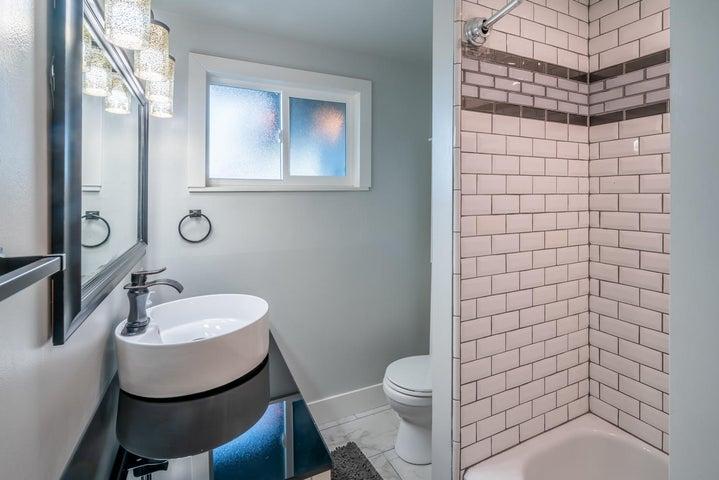 Tub/shower hall bath