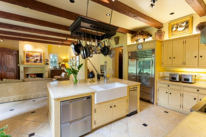 7-kitchen to fam rm