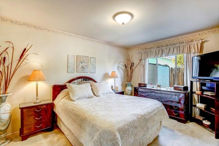 Bedroom 1/Master