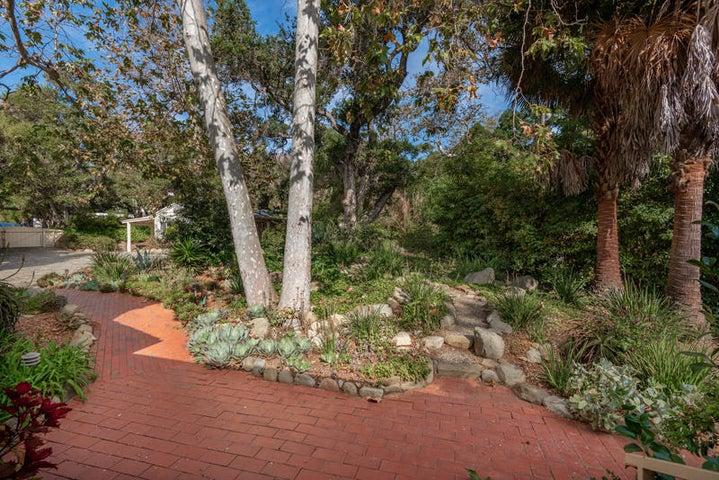 Front Garden_750 El Bosque