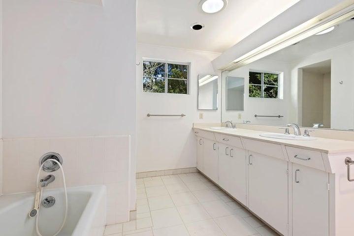 Master Bathroom_750 El Bosque