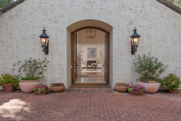 Sunny Courtyard Entry