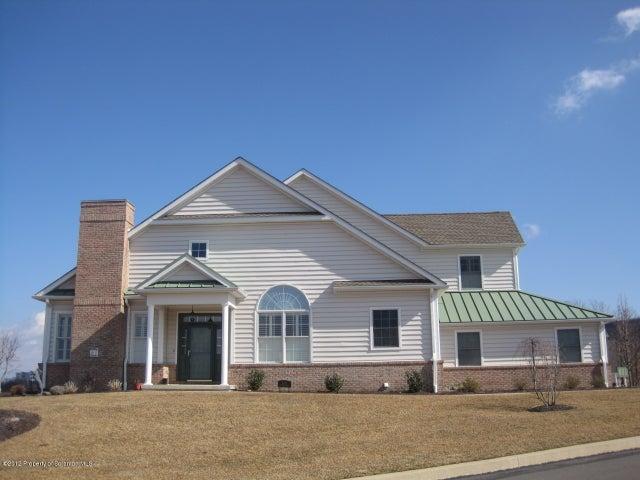 2101 Robinson Close, Moosic, PA 18507