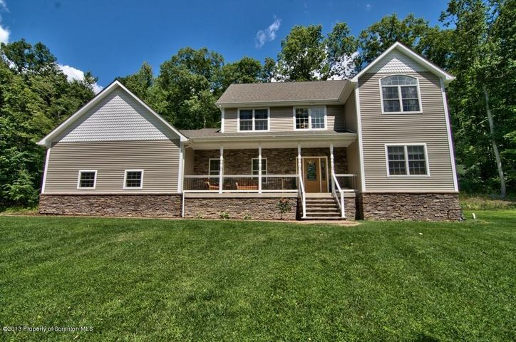 1628 Beaver Pond Rd, Clarks Summit, PA 18411