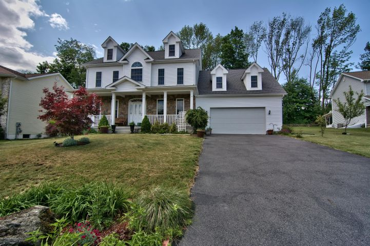 909 Elaines Cir, Clarks Summit, PA 18411