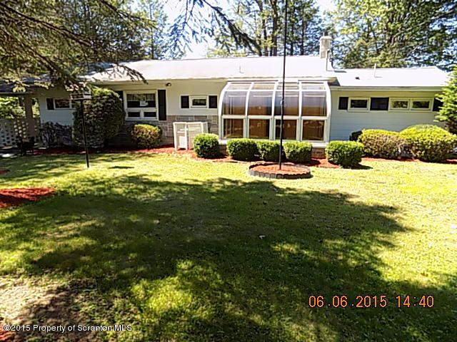 106 Water Front dr, Greentown, PA 18426