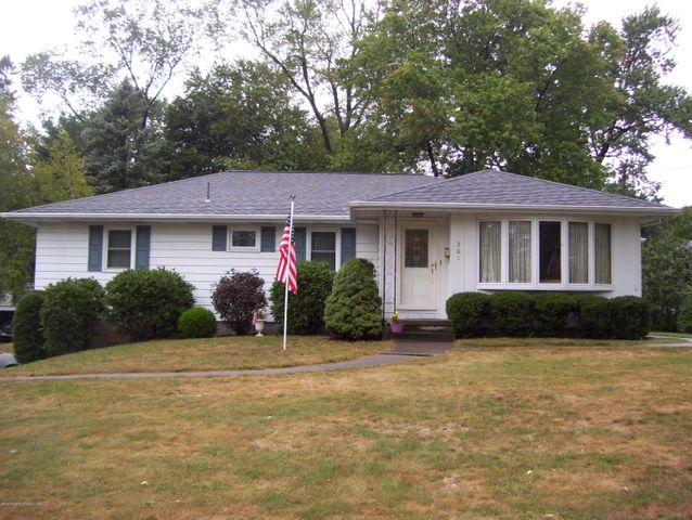 301 Crestwood Ave, Clarks Summit, PA 18411