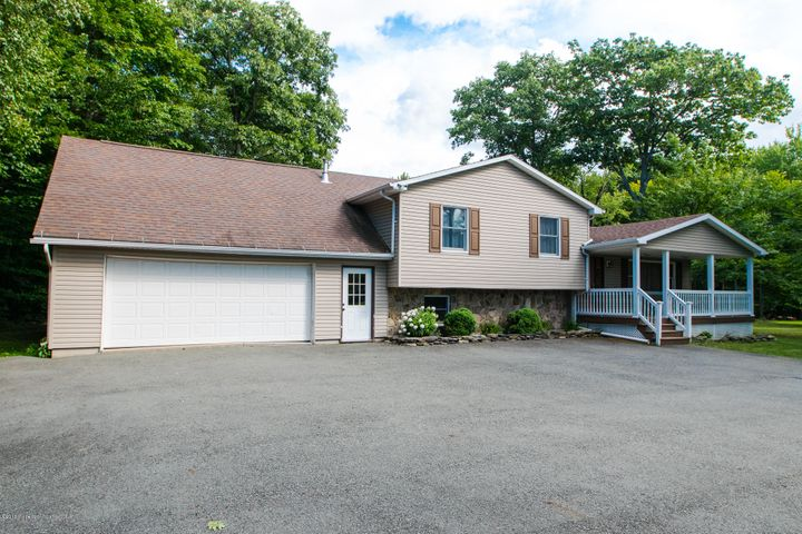 326 ELKVIEW DR, Clifford Twp, PA 18421