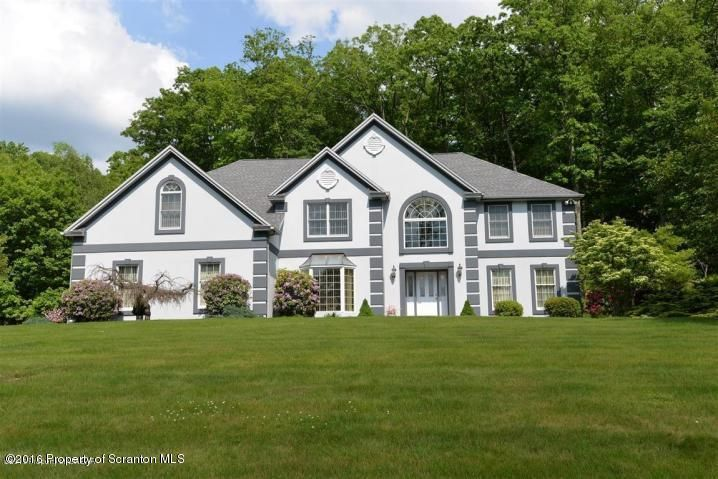 129 Timberwood Dr, Mountaintop, PA 18707