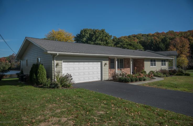 3 Lakeside Dr, Clarks Summit, PA 18411