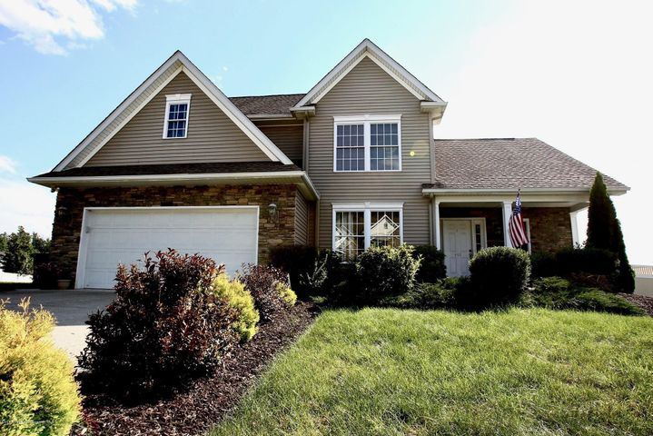 405 Champion Cir, Throop, PA 18512