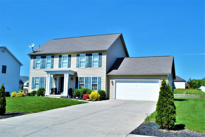 418 School Side Dr., Throop, PA 18512