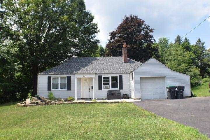 307 S Abington Rd, Clarks Green, PA 18411