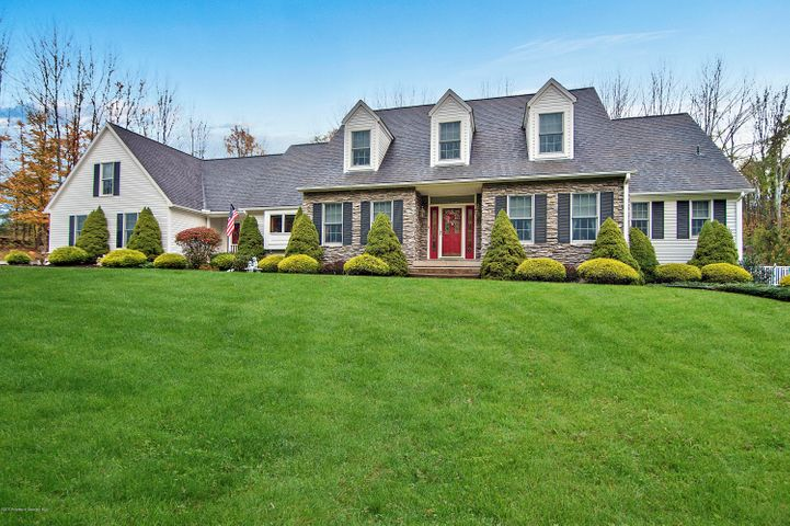 205 Poor Farm Road, Greenfield Twp, PA 18407