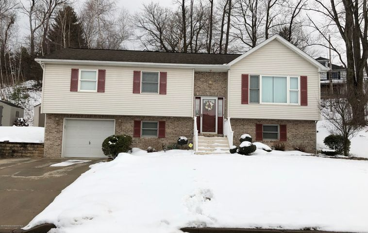 106 Northpoint Dr, Olyphant, PA 18447