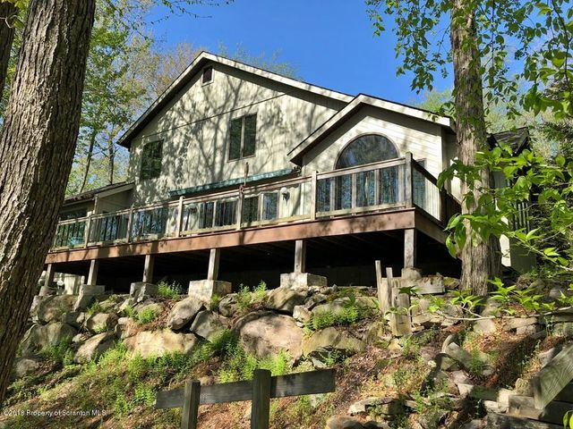 67 Lakeview Timbers Dr, Gouldsboro, PA 18424