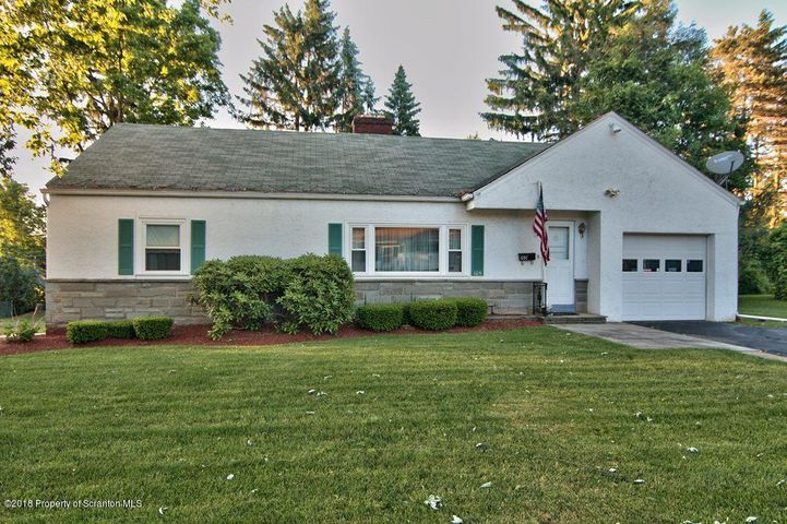 105 Pequest Dr, Waverly Twp, PA 18411