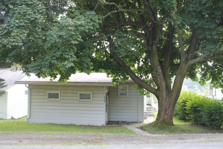 174 Lakeview Ave, Greenfield Twp, PA 18407