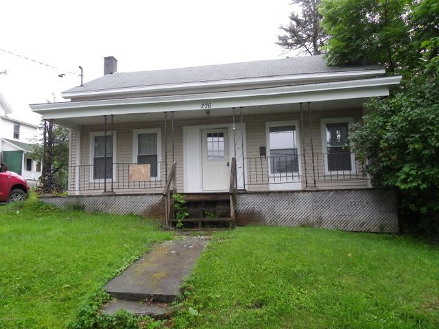 A house ready for your remodeling lots of space, could have private office/den with bedroom and kitchen the way you would like. Walking distance to downtown Montrose, great location.